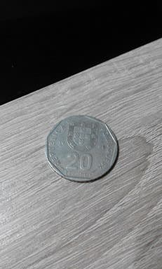 dos monedas de 20 escudos
