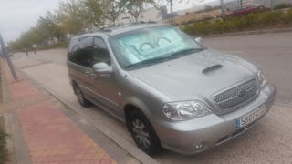 vendo my furgoneta un KIA Carnival 2004.