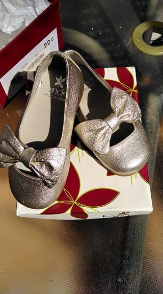 zapatos dorados d niña