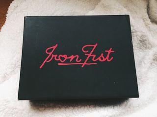 Tacones Iron Fist