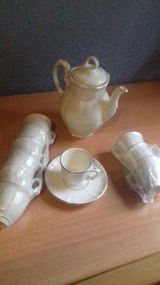 tazas de la cartuja y platos llanos