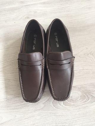Zapatos mocasines. T 41. Nuevo