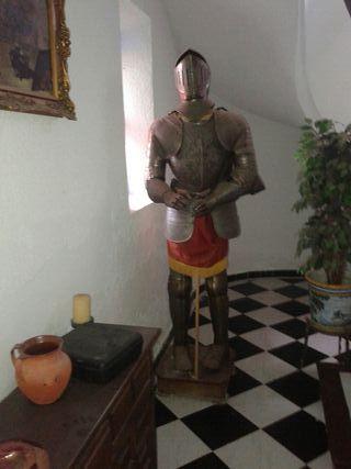 Mueble antiguo-armadura........