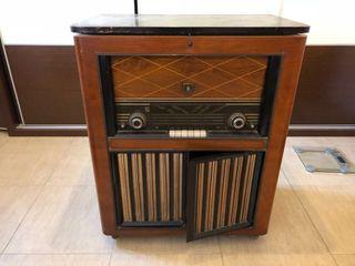 Mueble radio y tocadiscos