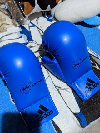 Guantes homologados adiddas para artes marciales