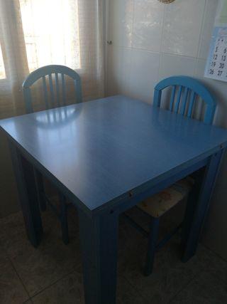 Mesa ampliable con 4 sillas a juego