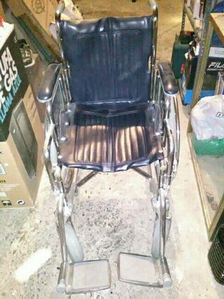 silla de ruedas para persona mayor