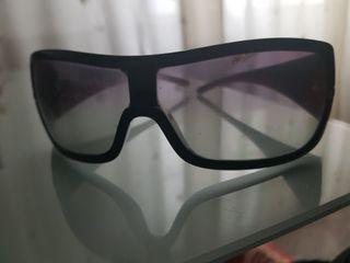 gafas de sol , marca prada