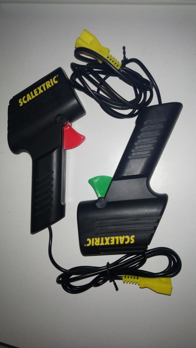 Dos mandos Scalextric