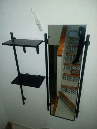 mueble para la entrada o escalera.