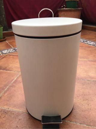 Cubo de basura blanco