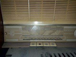 radio antiguo marca philips..