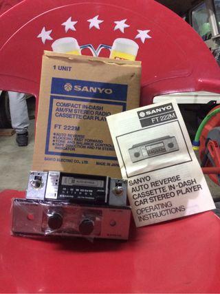 Radio de coche antigua