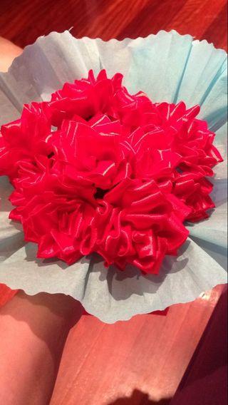 Ramo de flores de lazo