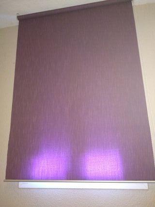 1 cortina stor lila + 1 stor negro Ikea