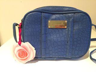 Bolso pequeño de color azul de Camomilla