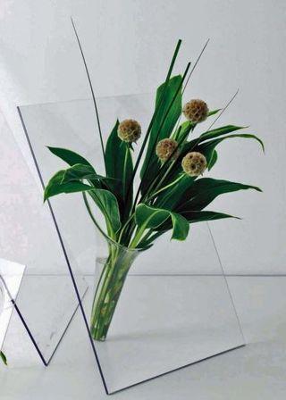 Vase en plaxiglas transparent 20,5 x 14 cm NEUF