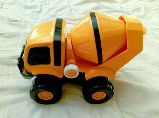 Camión hormigonera amarillo