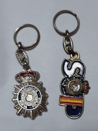 Dos llaveros de la Policia Nacional