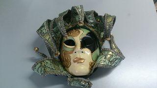 Mascara veneciana con cascabeles
