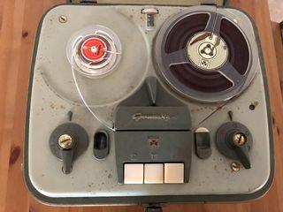 Magnetofono antiguo