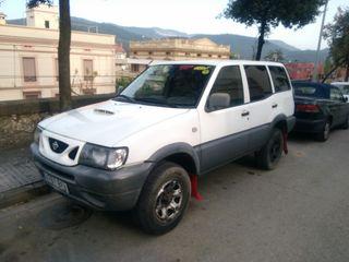 Nissan Terrano II largo
