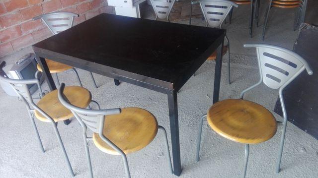 mesas taburetes sillas y todo resturante