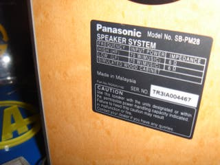 Pareja de altavoces Panasonic model SB-PM28