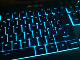 Teclado Corsair K55 RGB