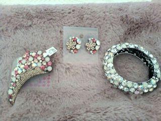 conjunto de broche pendiente y pulsera de cristal