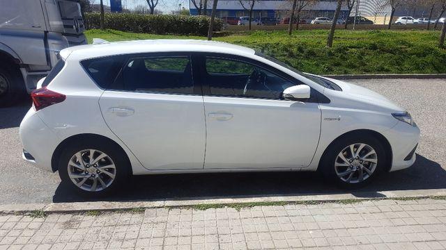 Toyota Auris Híbrido - Julio 2016
