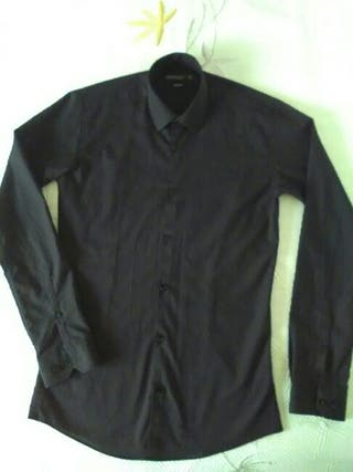 Camisa negra de manga larga unisex de segunda mano por 8 - Ropa segunda mano cordoba ...