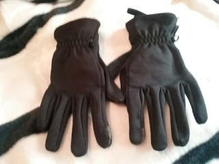 guantes marca quechua.Ideales para ir al monte etc