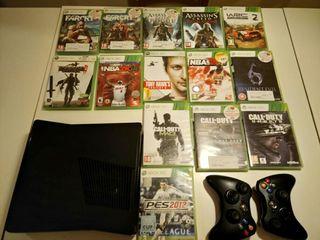 Xbox 360 con dos mandos y juegos