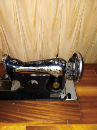 cosedora antigüa funciona muy vien