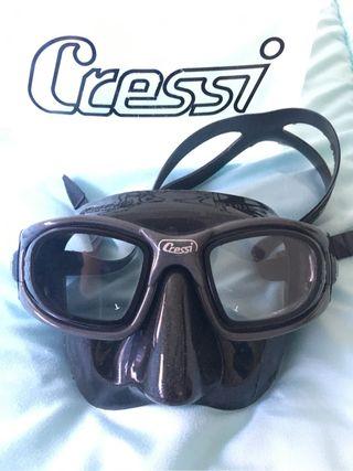 máscara nueva y tubo a estrenar