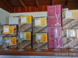 copas de vino, champan, ....en total 60.