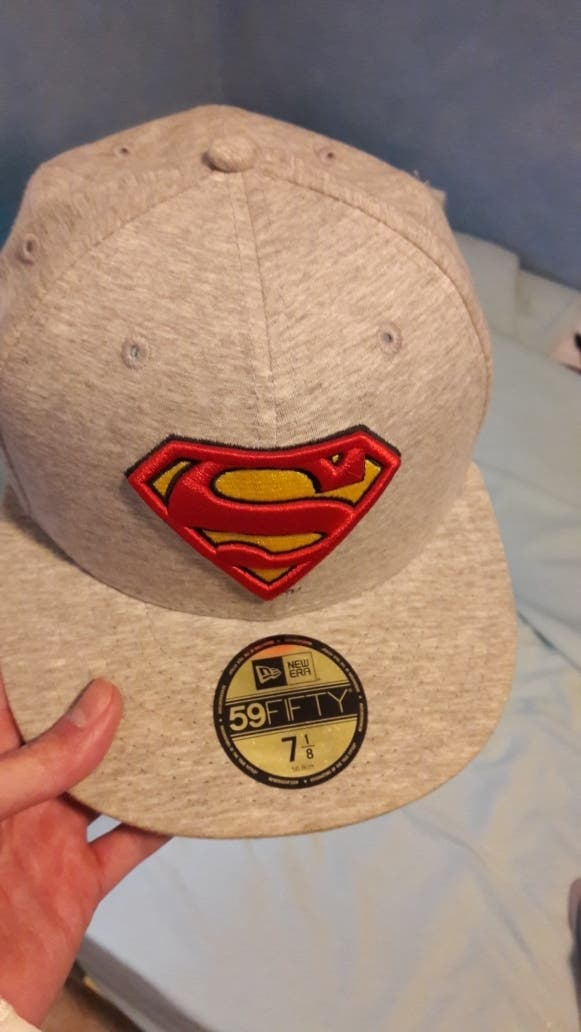 b46c7ad24939c Gorra  Superman  new era de segunda mano por 10 € en Granada en WALLAPOP