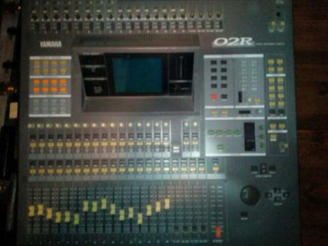 Mesa de mezclas Digital Yamaha 02R
