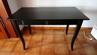 escritorio estilo clasico 120x60 con un cajon.