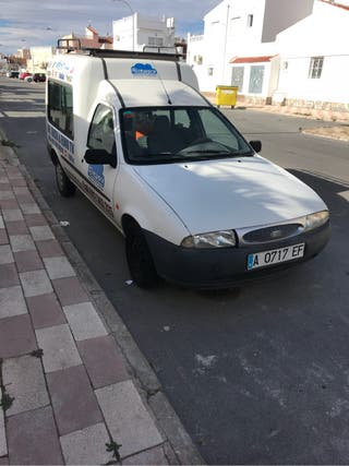 Ford Transit Courier 2000
