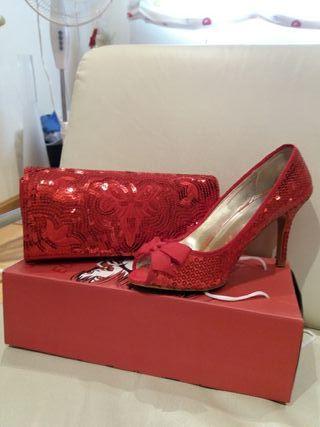 zapato y bolso rojo de lentejuelas