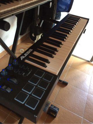 Alesis V49 (MIDI Controller) + Pedal sustain