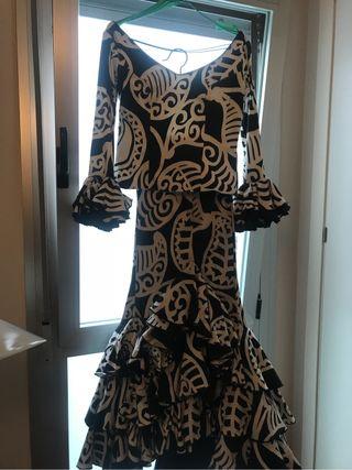 Falda y cuerpo de flamenca