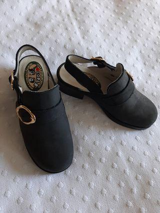 Zapatos niña tacón n.29