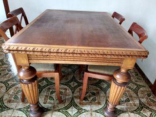 Mesa de madera clásica