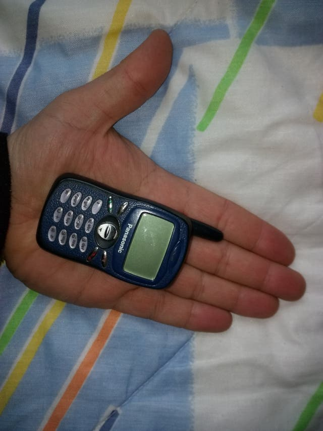 e9ea219407c Teléfono móvil mini panasonic A100 de segunda mano por 60 € en ...