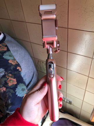 Palo selfie con linterna led giratoria