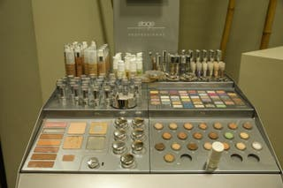 stand de maquillaje marca Stage line profesional