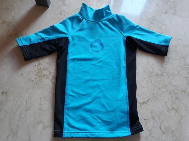 b7e633ca4 Camiseta termica para nadar. Decathlon. Cómo nueva de segunda mano ...